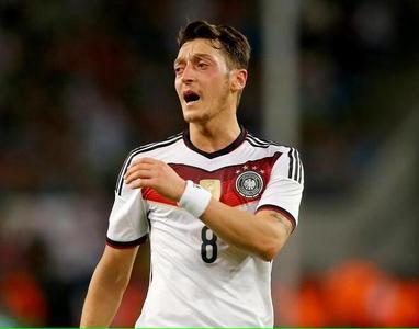 Mesut Ozil Meraih Tiga Assist Untuk Jerman di Kualifikasi Euro 2016