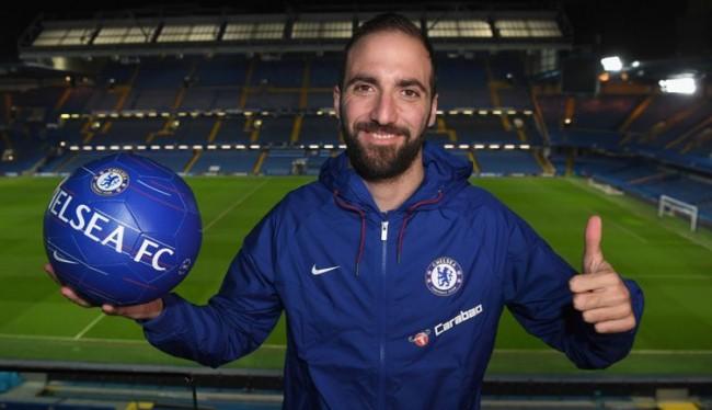 Gabung Chelsea, Higuain Coba Lepas Kutukan Nomor 9